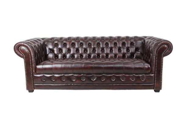 chesterfield sofa in burgundy with buttoning